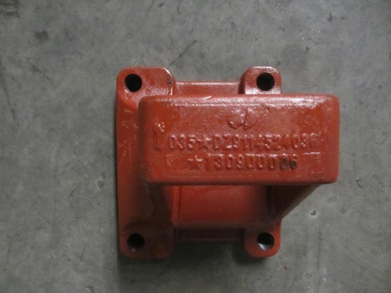 DZ9114524036   后簧右前支架/DZ9114524036