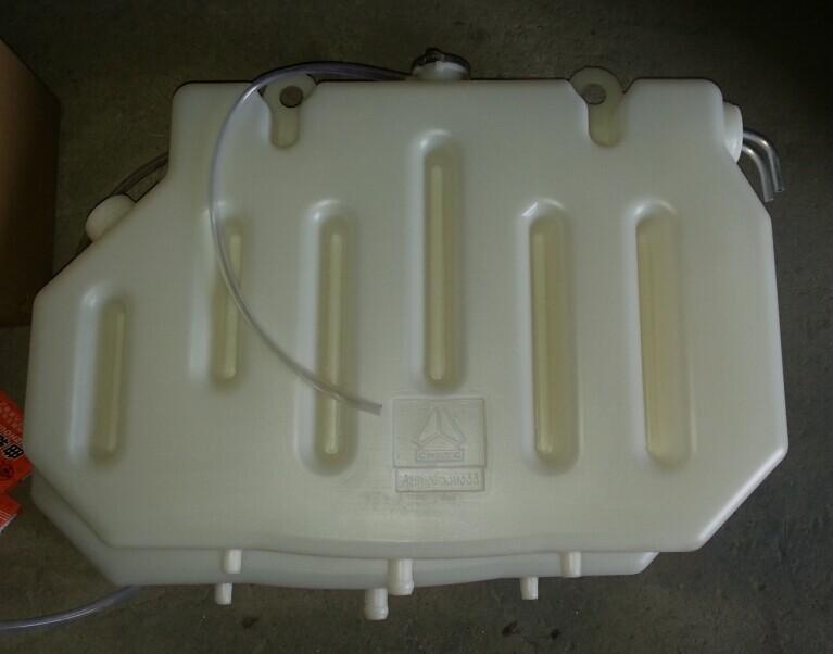 重汽豪运老款膨胀水箱AZ9632530333/AZ9632530333