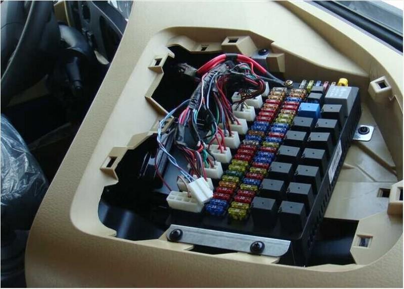 中央电器接线盒WG9918580002/WG9918580002