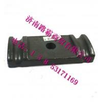 重汽豪沃70矿前弹簧压板  9770520293