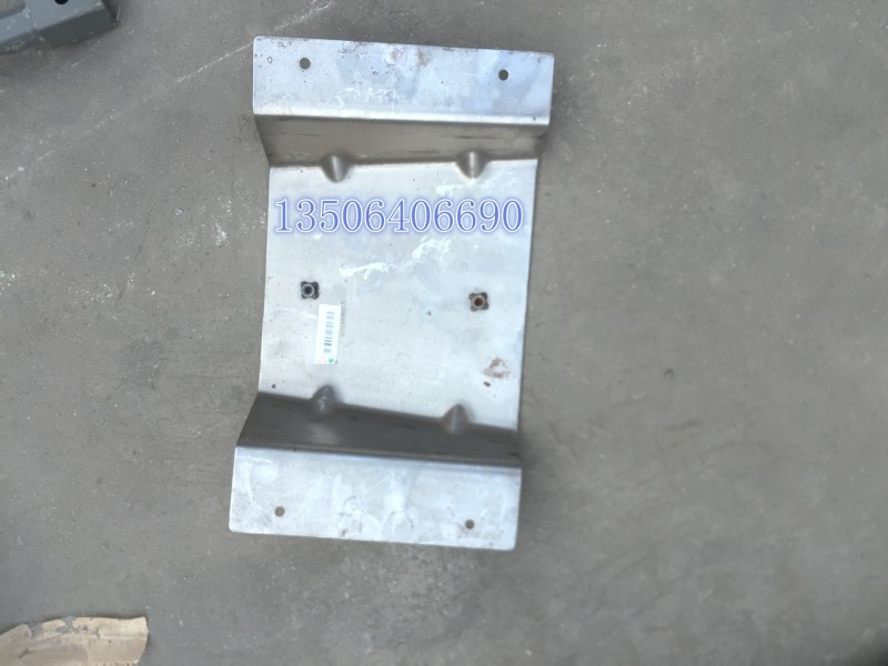 重汽D7B驾驶室配件扰流板安装板组件/az1684180722