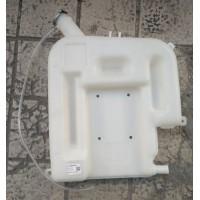 SZ945000713膨胀水箱(后背)