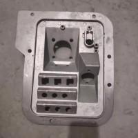 中国重汽豪沃08款组合支架单铝板AZ9725360020