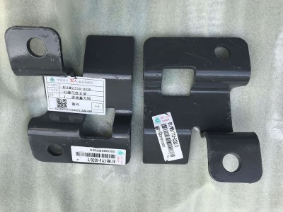 汕德卡C7H5L储气筒支架811W51715-0330