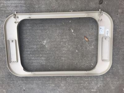 汕德卡C7H顶窗护框810W62941-0090