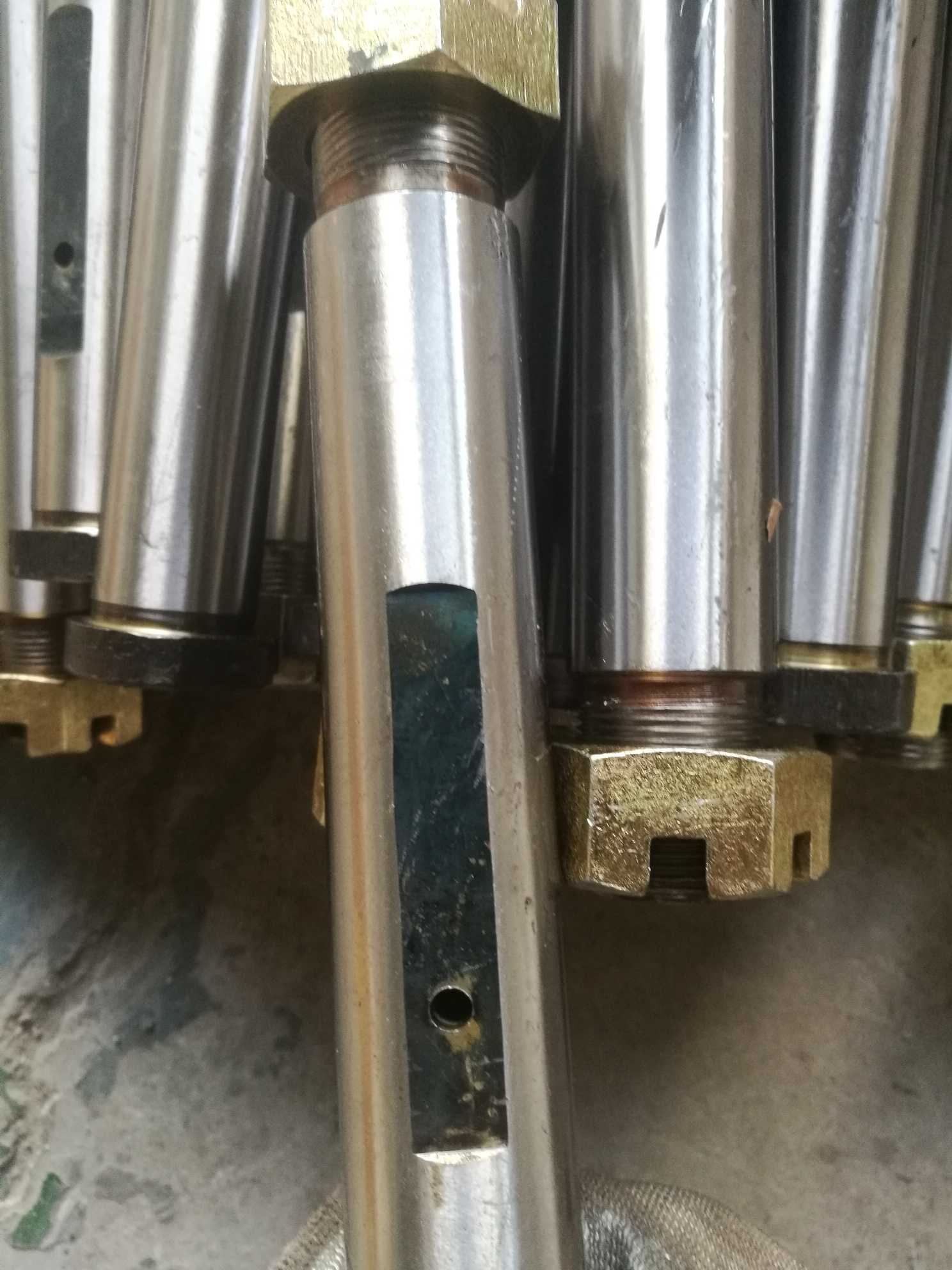 70款前钢板销WG9770520032 特价促销