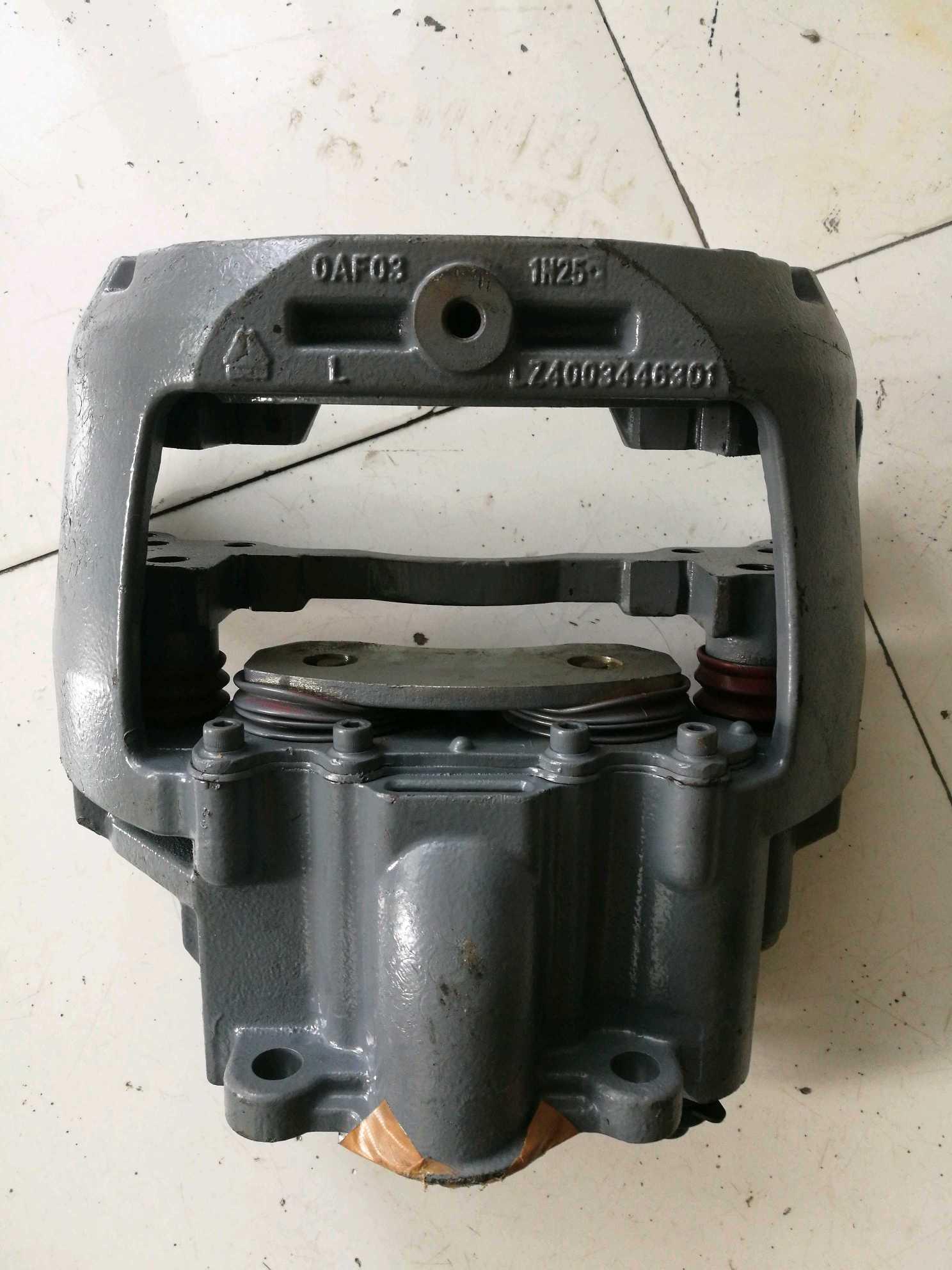 豪沃轻卡前制动器盘式制动器LZ4003446301